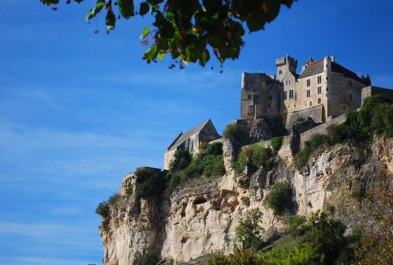 Survolez le château de Beynac en montgolfière