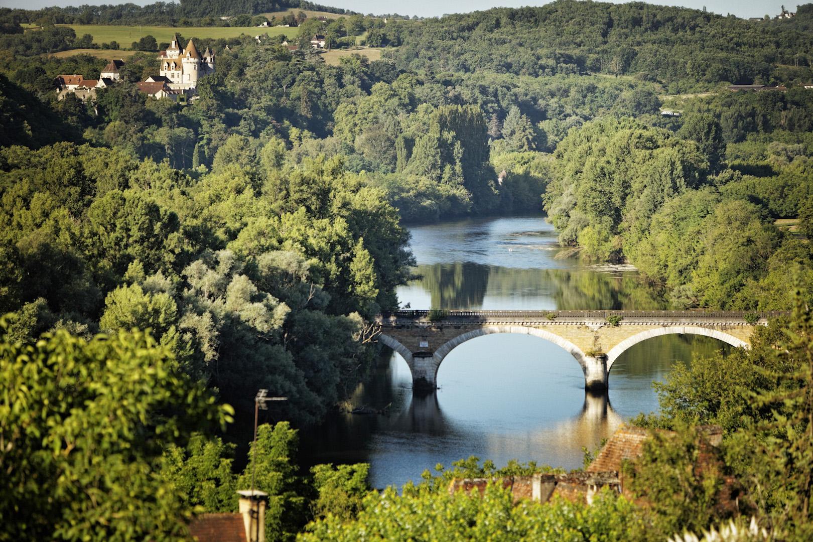 la rivière Dordogne vue de montgolfière
